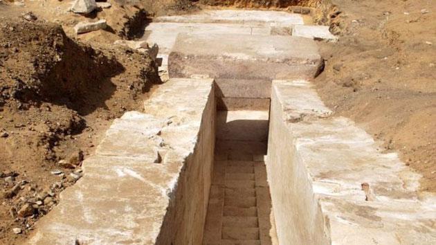 Blick auf das Fundament der neuentdeckten Pyramidenruine von Dhaschur. Copyright: Egyptian Ministry of Antiquities