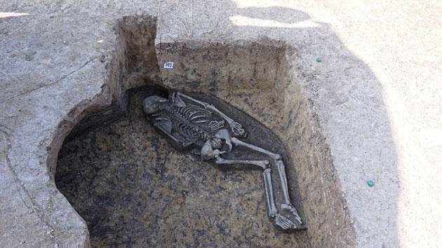 Bauarbeiten fördern bronzezeitliches Schamanen-Grab zu Tage