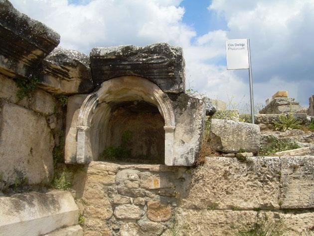 """Biologen erklären antikes Opferwunder im """"Höllentor"""" von Hierapolis"""