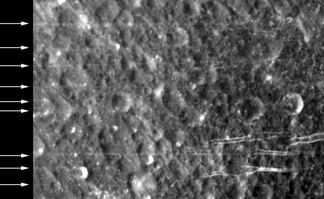 Rätselhafte schnurgerade Linien auf Saturnmonden Dione und Rhea entdeckt