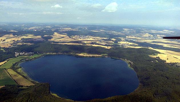 Hinweise für Aufstieg magmatischer Fluide unter dem Laacher See