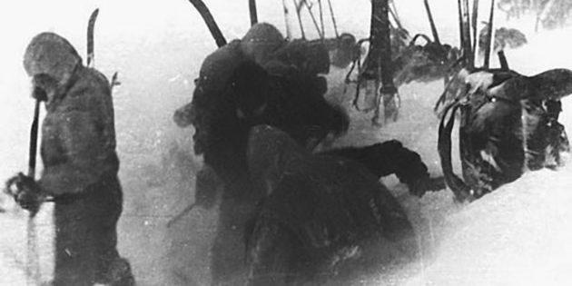 Eine der wohl letzten Aufnahmen der Gruppe selbst, zeigt einige Mitglieder noch am 1. Februar 1959 im Basislager. Das Foto stammt aus einer Filmrolle, die von den Suchtrupps vor Ort gefunden wurde.