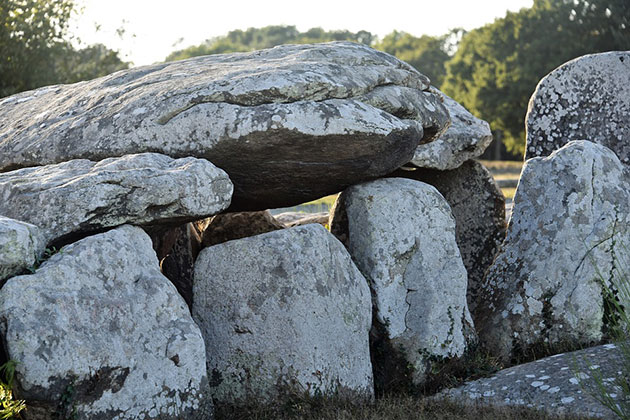 Symbolbild: Dolmen bei Carnac in der Bretagne. Copyright: ddouk (via Pixabay.com) / Pixabay License