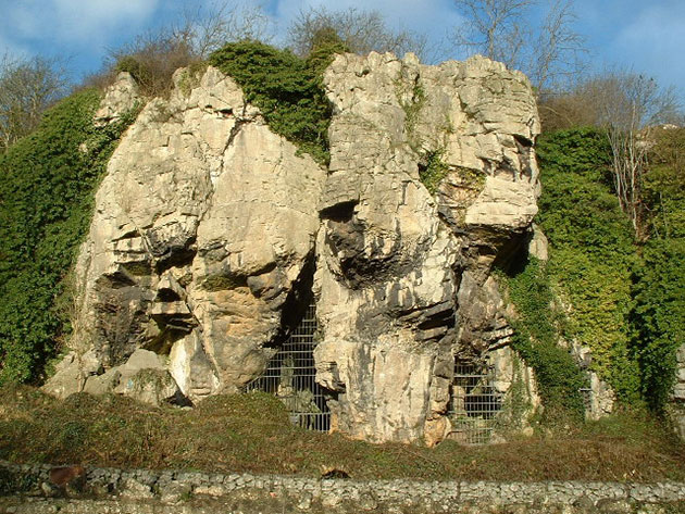 Ansicht der Creswell-Crags-Höhlen. Copyright: Nigel Homer (via WikimediaCommons) / CC BY-SA 2.0
