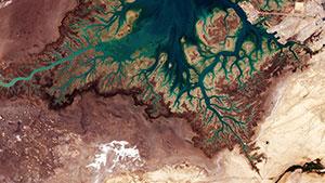 Die Bucht von Musa im Nordosten des Iran offenbart die Ähnlichkeiten zwischen den dendritischen Flusstälern des Mars und der Erde. Copyright: ESA / CC BY-SA 3.0 IGO