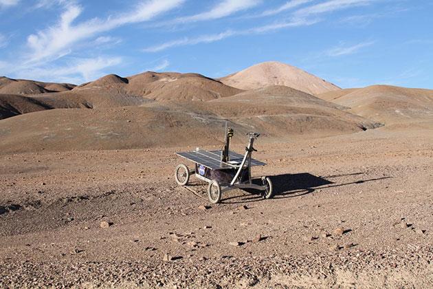 Ein Versuchs-Rover der NASA im Einsatz in der Mars-ähnlichen Atacama-Wüste Copyright: Prof. Stephen B. Pointing