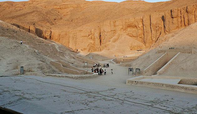 """ERT-Scans zeigen nun doch """"Anomalien"""" in der Nähe des Grabes von Tutanchamun"""