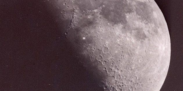 Mögliches Mondleuchten (s. heller Punkt i. d. Bildmitte), aufgenommen am 15. November 1953 von Leon Stuart. Copyright: Leon Stuart