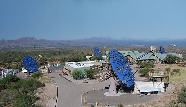 Blick auf die vier Teleskope der Very Energetic Radiation Imaging Telescope Array System (VERTITAS) in Arizona. Copyright: veritas.sao.arizona.edu