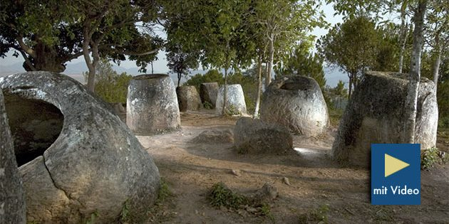Blick auf einen Fundort dze legalithischen Steinkrüge von Laos. Copyright: Plain of Jars Research Project