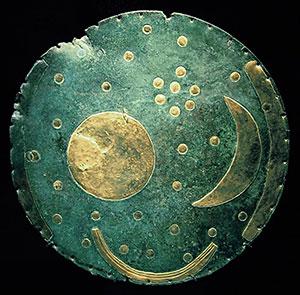 """Die """"Himmelscheibe von Nebra"""". Copyright: Dbachmann (via WikimediaCommons), CC-BY SA 3.0"""