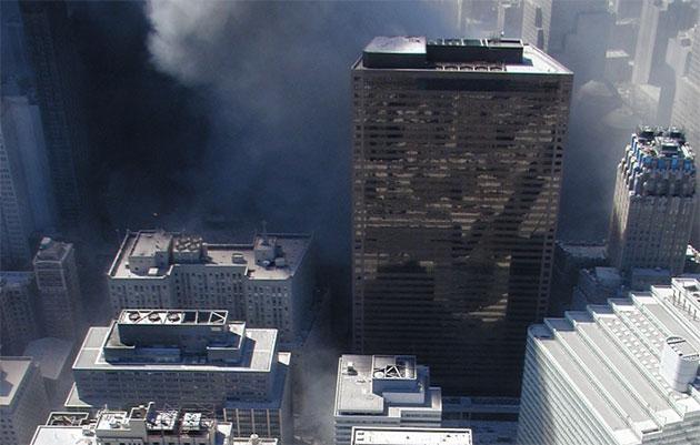 Ansicht von WTC 7 kurz vor des Kollaps am 11. Sepetmber 2001. Quelle: NYPD