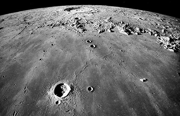 Blick auf die Mondoberfläche mit dem Mare Imbrium und dem Copernicus-Krater. Copyright: NASA