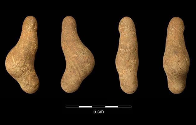 Amateurarchäologe findet phallusförmige Frauenfigurine aus der Eiszeit nahe Waldstetten