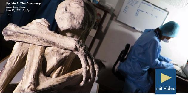 """Die große weiße Mumie """"Maria"""" in einem Standbild aus der Gaia-Doku-Reihe """"Unearthing Nazca"""". Copyright: Gaia.com"""