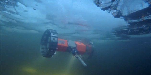 """Der Untereis-Wasser-Rover """"BRUIE"""" hier bei einem ersten Test in Alaska (2015). Copyright: NASA/JPL"""