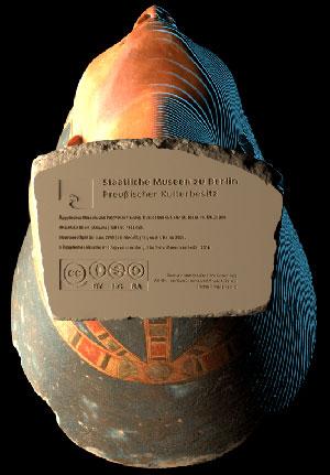 """Blick auf den digitalen Verweis auf """"Creative-Commons-Lizenz"""" auf dem Boden der digitalen Nofretete-Büste. Quelle/Copyright: Cosmo Wenman / Creative Commons (CC BY-NC-SA) / Stuftung Preußischer Kuturbesitz (SPK)"""