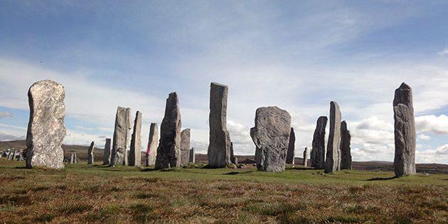 Blick auf einige Steine die große Steinkreisanlage von Calanais (Callanish 1) auf der schottischen Isle of Lewis. Copyright: A. Müller für Grenzwissenschaft-Aktuell.de