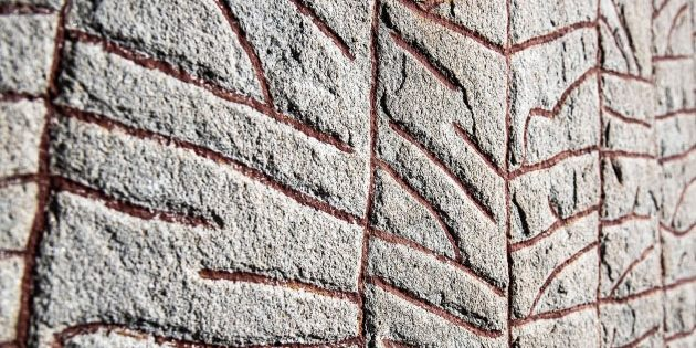 Teilansicht der Runen auf den Runenstein von Rök. Copyright/Quelle: Helge Andersson / Uppsala Universitet