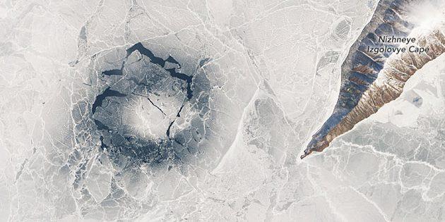 Ein aufgebrochener Eisring im April 2016 Copyright: NASA/MODIS