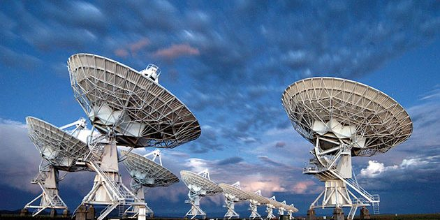 "Einige Teleskope der ""Karl G. Jansky Very Large Array"" (VLA). Copyright: NRAO"