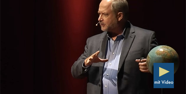 "Roger Gilbertson während seines TEDx-Vortrags ""The Unusual Earth Orbit Circling Above Our Ancient Past"". Copyright: TEDx"