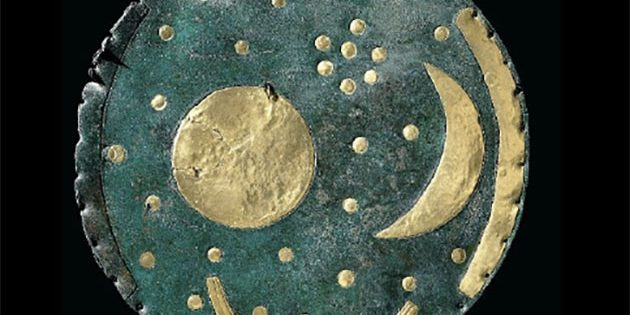 Die Himmelsscheibe von Nebra im heutigen Zustand. Copyright: Landesamt für Denkmalpflege und Archäologie Sachsen-Anhalt, Juraj Lipták