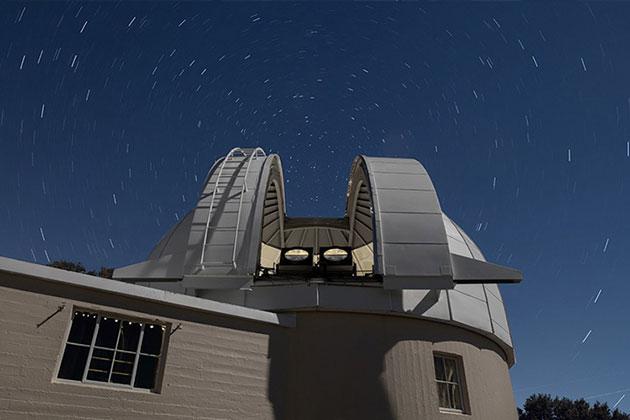 Die beiden Teleskop-Prototypen von PANOSETI wurden am kürzlich renovierten Astrograph Dome des Lick Observatory in Hamilton installiert. Copyright/Quelle: Laurie Hatch / berkeley.edu
