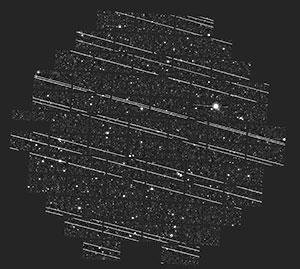 """Am frühen Morgen des 18. November 2019 nahmen Astronomen im Cliff Johnson von der Northwestern University mit der """"Dark Energy Camera"""" des Blanco Telescope am Cerro Tololo Inter-American Observatory diese 6 Minuten währende Langzeitbelichtung auf, während derer 19 Starlink-Satelliten ihre Linien-Spuren auf der Aufnahme hinterließen. Die Aufnahmen entstanden im Rahmen der """"DELVE Survey"""", mit der die Außenregionen der Magellanschen Wolken, sowie ein Großteil des südlichen Himmels nach Zwerggalaxien um die Wolken und die Milchstraße abgesucht werden. Copyright: DELVE Survey / CTIO / AURA / NSF"""