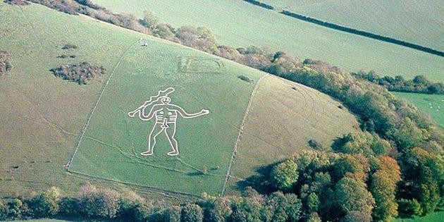 "Die Berühmte Kreidefelsfigur des ""Cerne Abbas Giant"" in Dorset. Copyright: Pete Harlow (via WikimediaCommons) CC BY-SA 3.0"