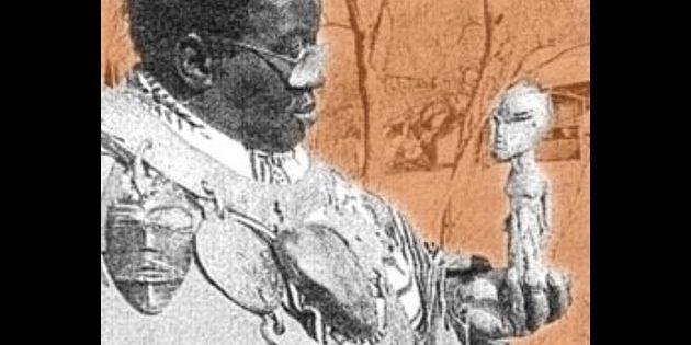 Vusamazulu Credo Mutwa mitsamt zahlreicher heiligen Relikte. Copyright: unbek.
