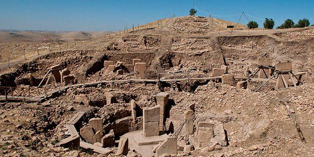 Blick auf die Ausgrabungen von Göbekli Tepe. Copyright: Teomancimit (via WikimediaCommons) / CC BY-SA 3.0