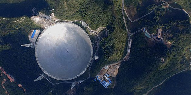 "Blick auf das ""Five-hundred-meter Aperture Spherical Telescope"" (FAST). Copyright: FAST"