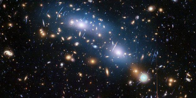 "Hubble-Aufnahme des Galaxienhaufens ""MACS J0416"". Copyright: NASA, ESA, and M. Montes (University of New South Wales, Sydney, Australia"