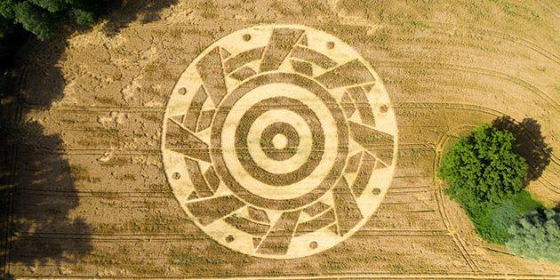 Kornkreisformation nahe Fischen am Ammersee, entdeckt am 26. Juli 2020. Copyright/Quelle: Philip Hebeisen / CropCircleConnector.com