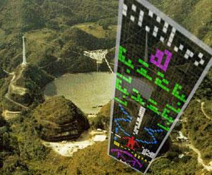 Die Arecibo-Botschaft (r.) vor dem Hintergrund der Antenne des Arecibo Observatory. Copyright: AO / grewi.de
