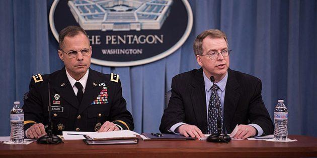 Archivbild: Der stellvertretender US-verteidigungsminister David Norquist (r.) hier gemeinsam auf einer Pressekonferenz 2018 mit Army Lt. Gen. Anthony R. Ierardi. Copyright: James N. Mattis (via WikimediaCommons) / CC BY.SA 2.0