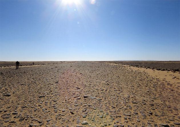 Blick aus dem Inneren des mit einer Seitenlänge von 600 Metern bislang größten bekannten Mustatils. Copyright: Huw Groucutt