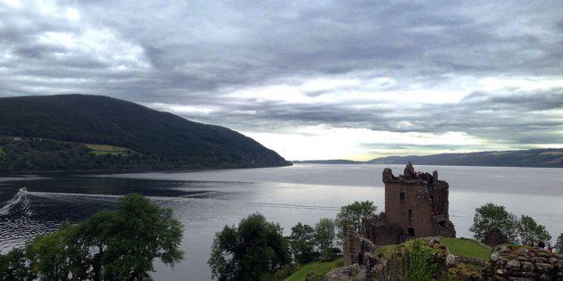 Blick über die Ruine von Urquhart Castle auf den Loch Ness. Copyright: A, Müller für grenzwissenschaft-aktuell.de