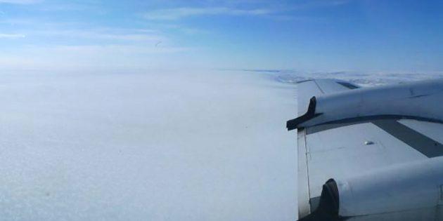Blick auf die nahezu strukturlose Oberfläche des Grönland-Eisschildes aus der Luft. Copyright: Kirsty Tinto / Lamont-Doherty Earth Observatory
