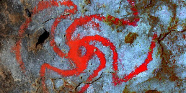 """Die farblich hervorgehobene Darstellung an der Decke der """"Pinwheel Cave"""" in Kalifornien. Copyright/Quelle: Devlin Gandy / University of Central Lancashire"""
