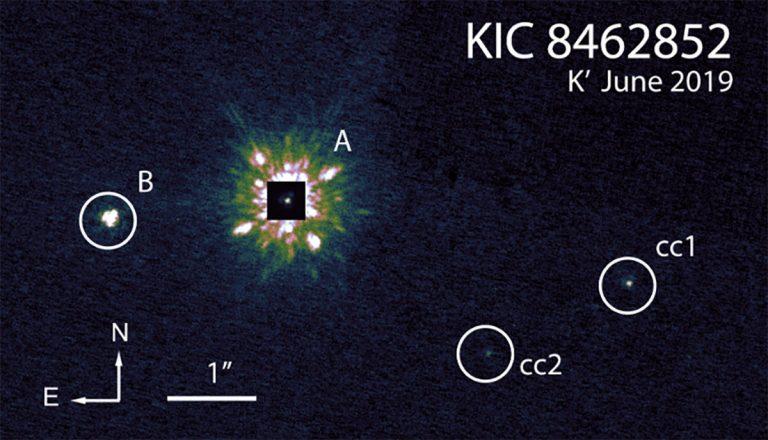 Schon länger diskutierten Astronomen weitere Objekte im Umfeld von KIC 8462852 (A) als potentielle stellare Begleiter. Quelle: Pearce et al., ArXiv.org 2021