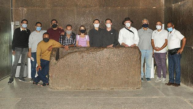 Das deutsch-ägyptische Team im Innern der sog. Königskammer der Großen Pyramide von Gizeh. Copyright/Quelle: Khaled Emad Abdulhamid Taie / TU München