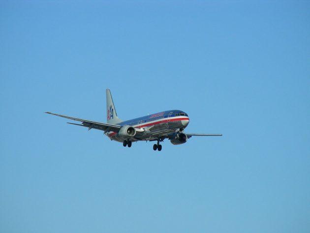 Symbolbild: Eine Maschine der American Airlines im Landeanflug.Copyright: Wikimedia Commons / CC BY-SA 2.0