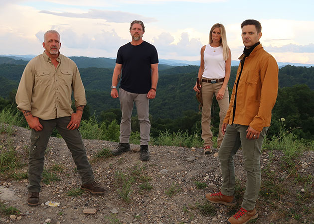 "Das ""Expedition Bigfoot""-Team (v.l.n.r.): Russell Acord, Ronny LeBlanc, Dr. Mireya Mayor und Bryce Johnson. Copyright: press.discoveryplus.com/"