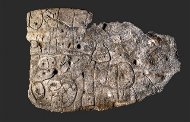 Die Steinplatte von Saint-Bélec Copyright/Quelle: Denis Glicksman, Inrap