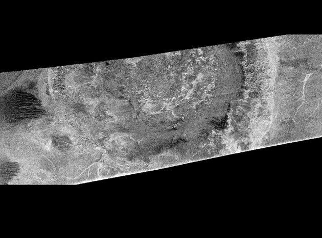 Die Cassini-Radar-Aufnahme zeigt Teile von Menrva, dem größten Krater auf dem Saturnmond Titan. Copyright: NASA