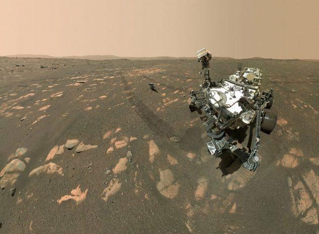 """Selfie des NASA-Mars-Rovers """"Perseverance"""" gemeinsam mit dem Kleinhelikopter """"Ingenuity"""" auf dem Mars. (Übrigens: So schießen die NASA-Mas-Rover ihre Selfies). https://www.grenzwissenschaft-aktuell.de/curiosity-selfies20160629/ Copyright: NASA"""