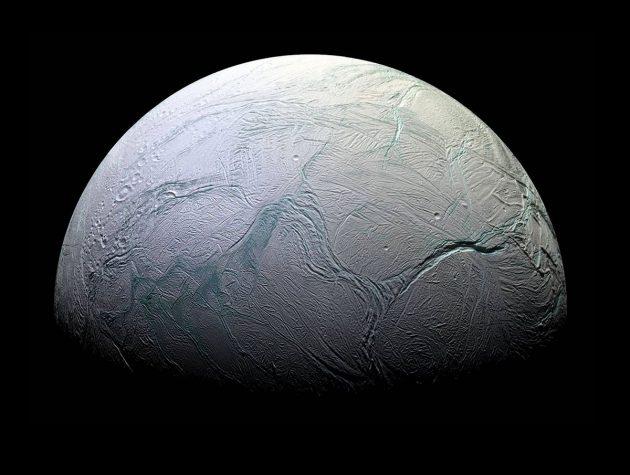 Blick der Cassini-Sonde auf die Oberfläche des Saturnmondes Enceladus. Copyright: NASA/JPL/Space Science Institute