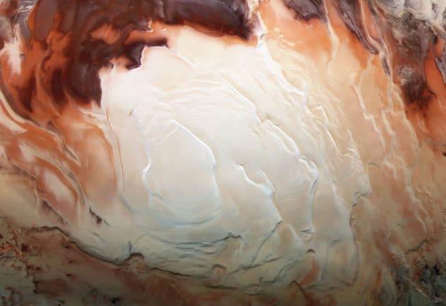 Die geschichtete hellweiße Eiskappe des Mars-Südpols Copyright: ESA/DLR/FU Berlun/Bill Dunford